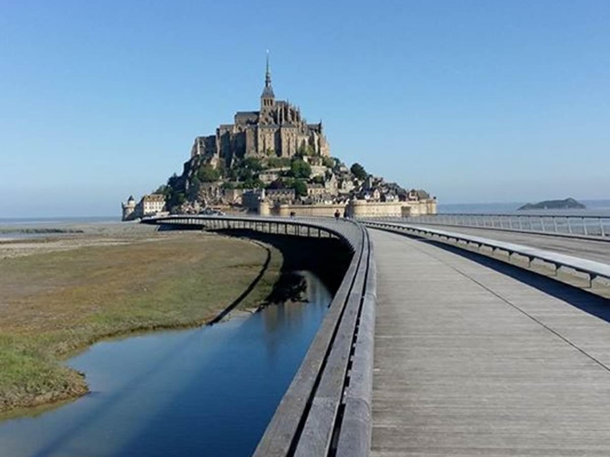 Photo prise en allant à pied sur le Mont St Michel