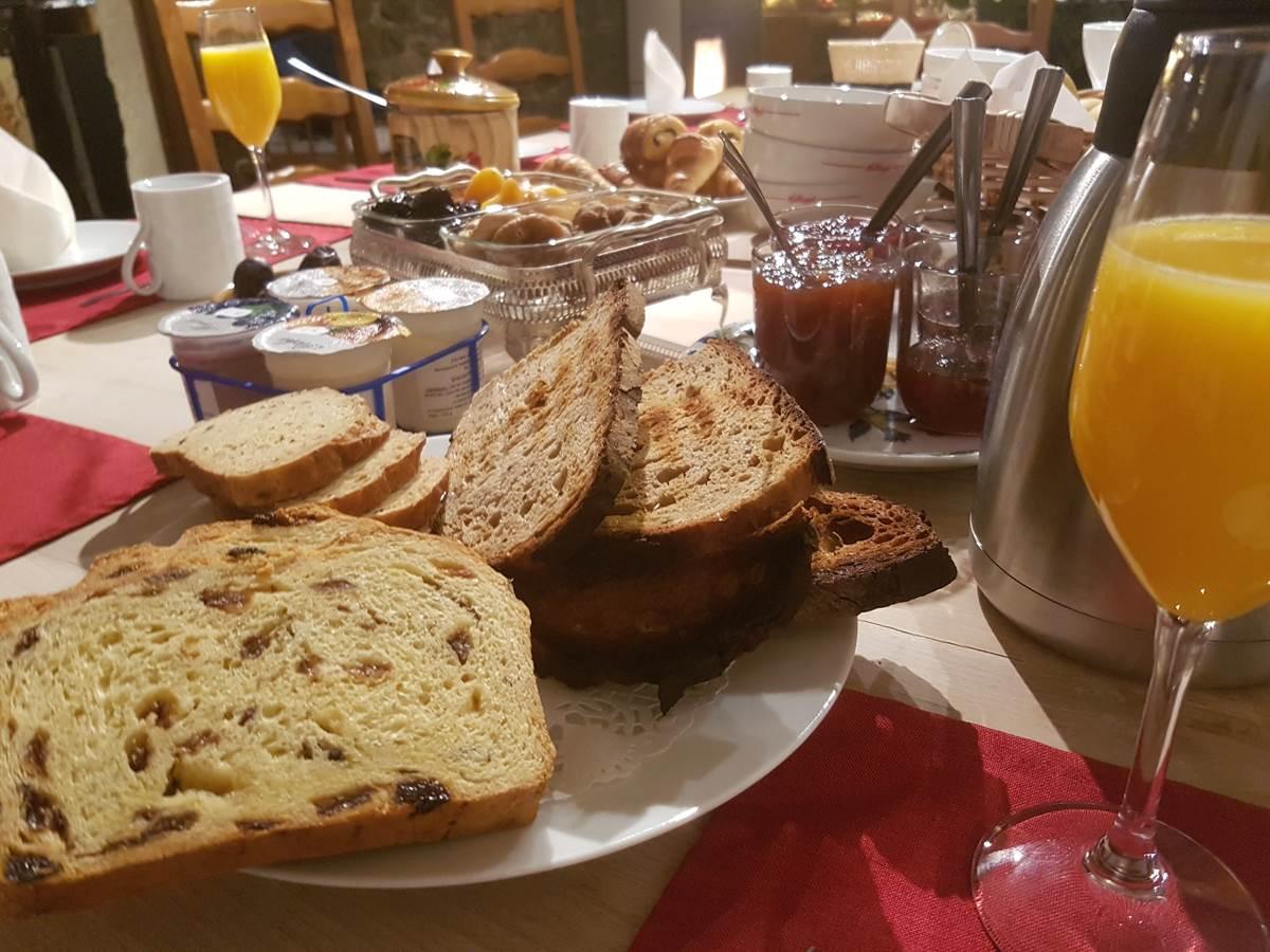 Roomservice brunch - petit déjeuner gourmand Le Ranch des Lacs