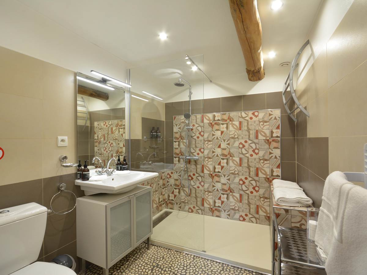 salle de bain avec douchge a l italienne