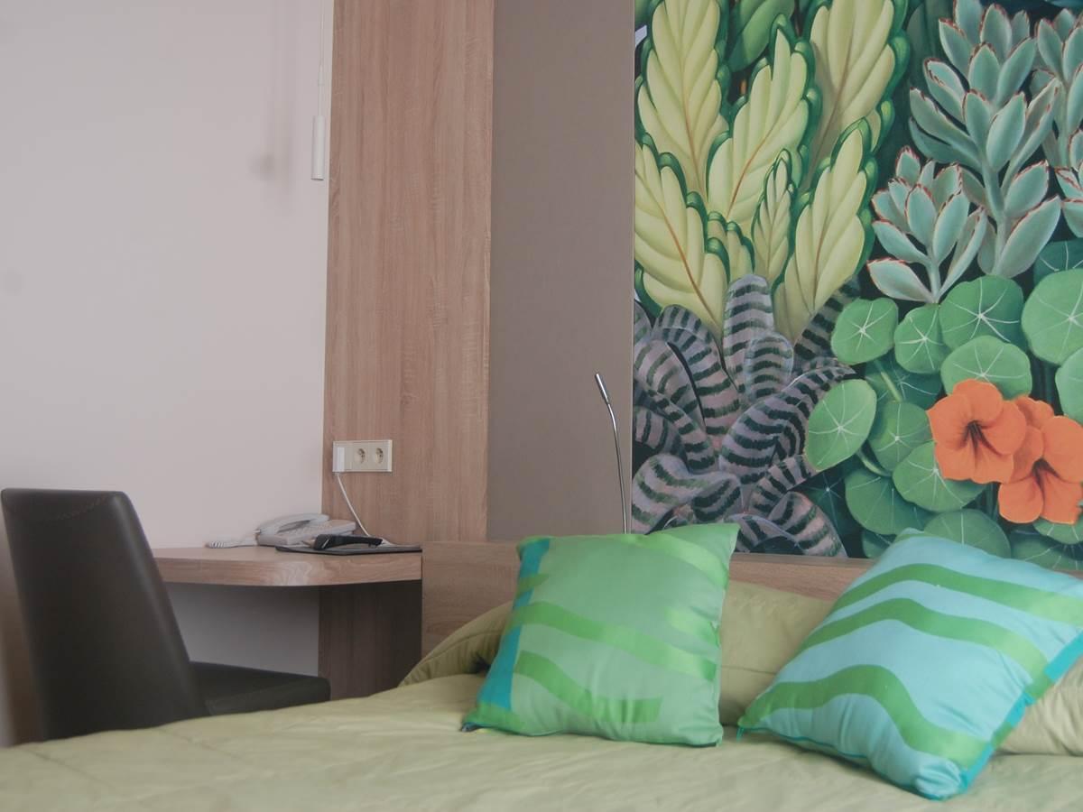 Chambre grand lit hôtel près du jardin du Luxemboug