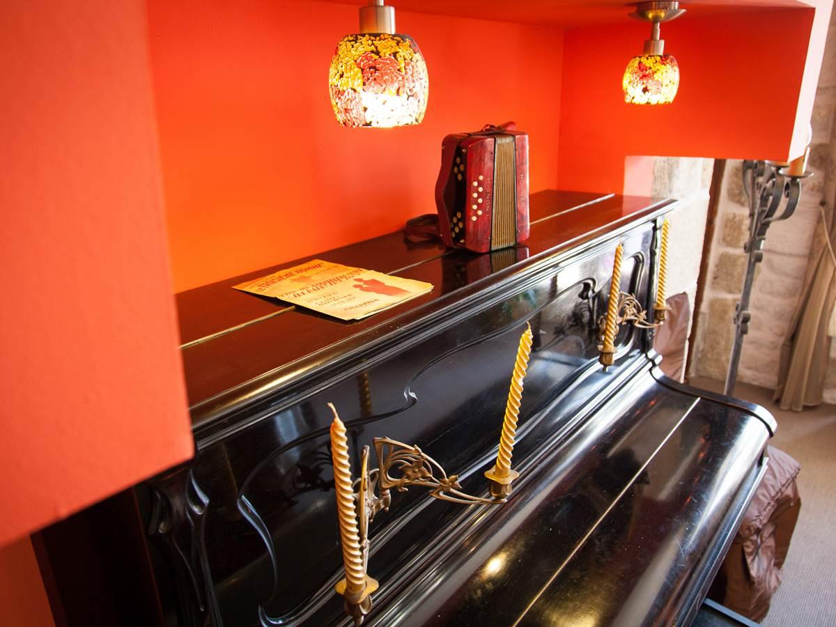 Piano Salle à manger Hôtel de kerlon Plouhinec Morbihan