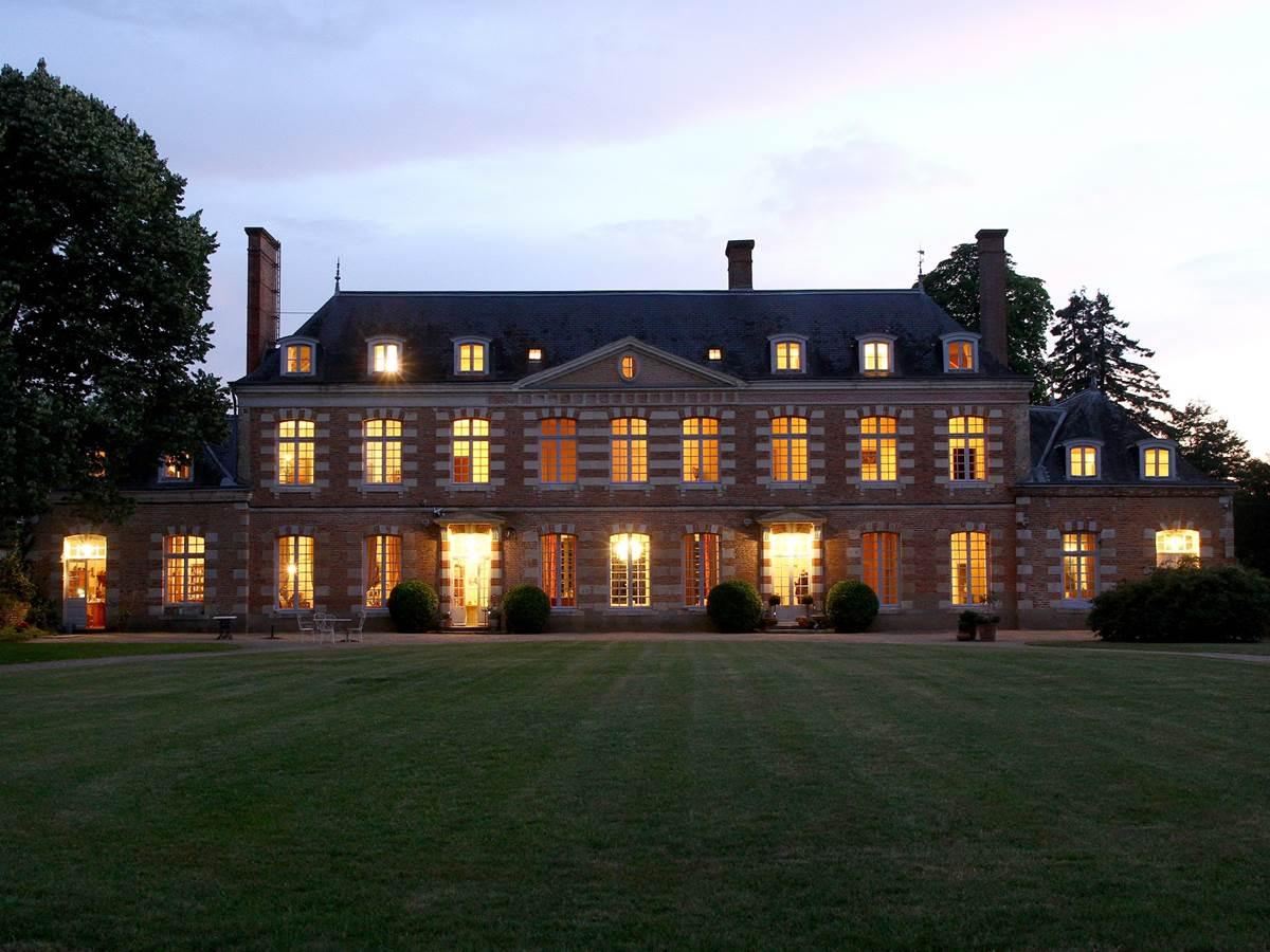château façade de nuit