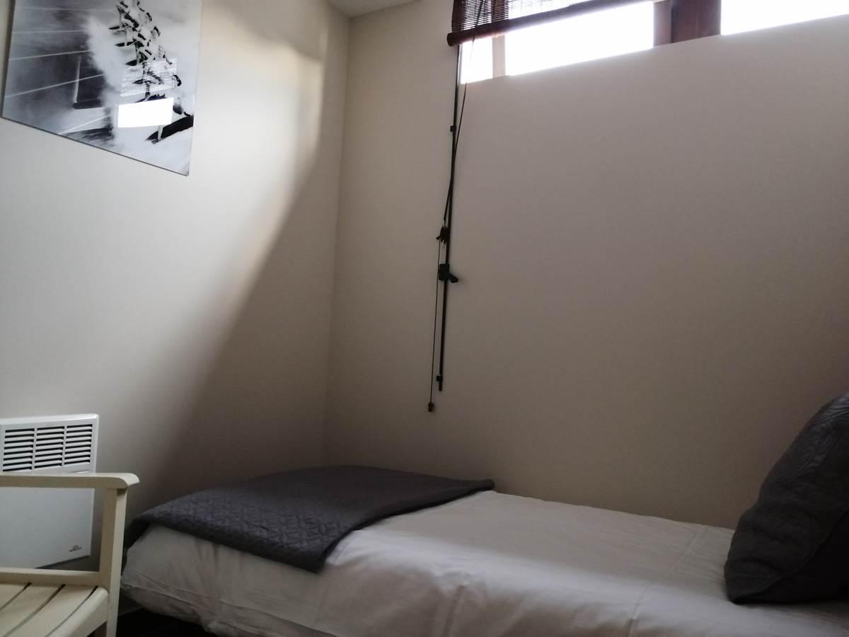Chamnbre enfant avec lit de 190 x 90 cm.