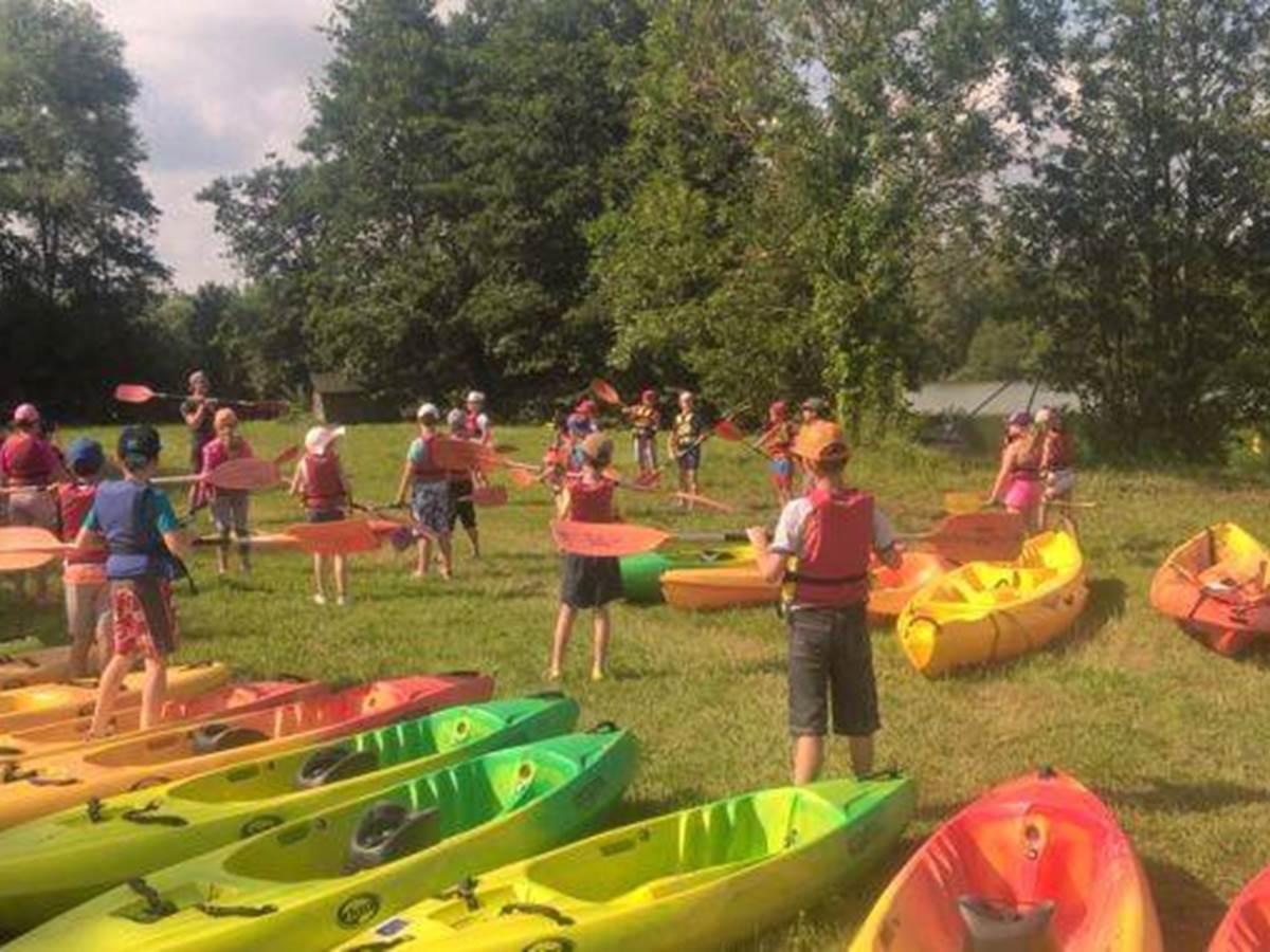 groupe-scolaire-en-activite-kayak-classe-verte-montauban-toulouse-