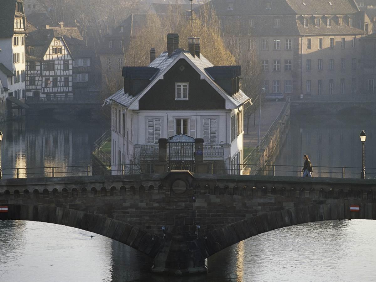 Les Ponts Couverts enjambant l'Ill au coeur de la Petite France