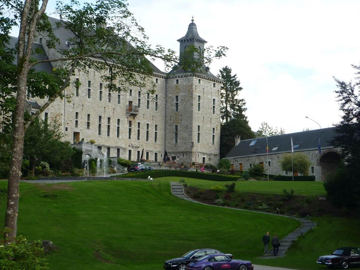 Château de Harzé à moins d'un km