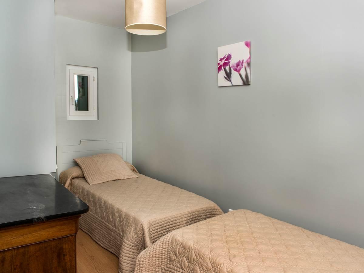 Chambre deux lits en 90 cm
