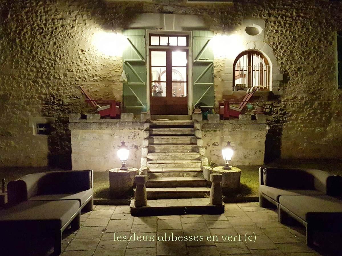 La Grande Maison Côté Cour la nuit