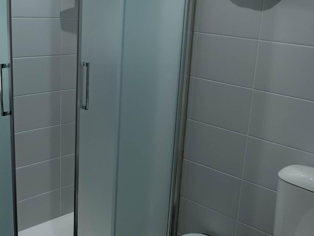 Salle de bains de chambre double ou triple