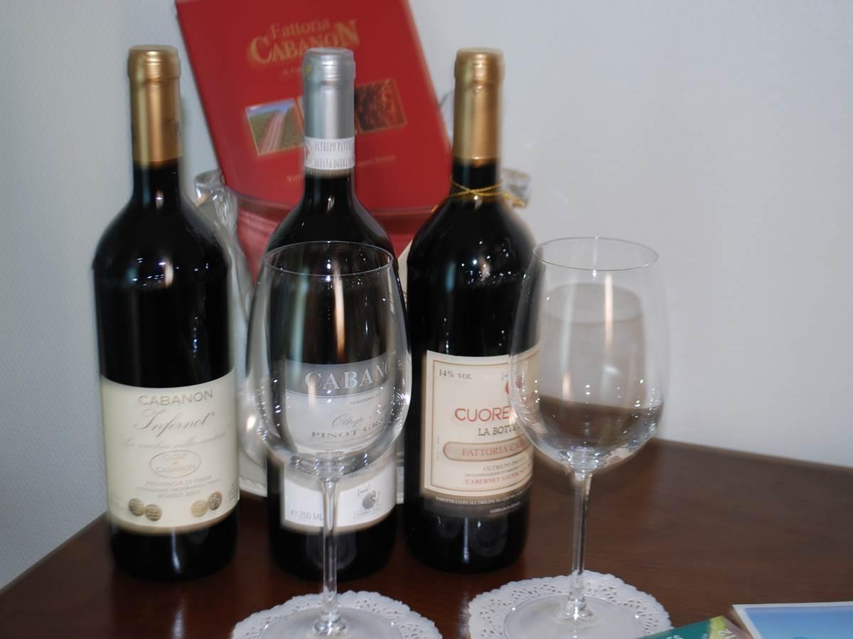 Chambre Cabanon proposition de vin en chambre Le Ranch des Lacs