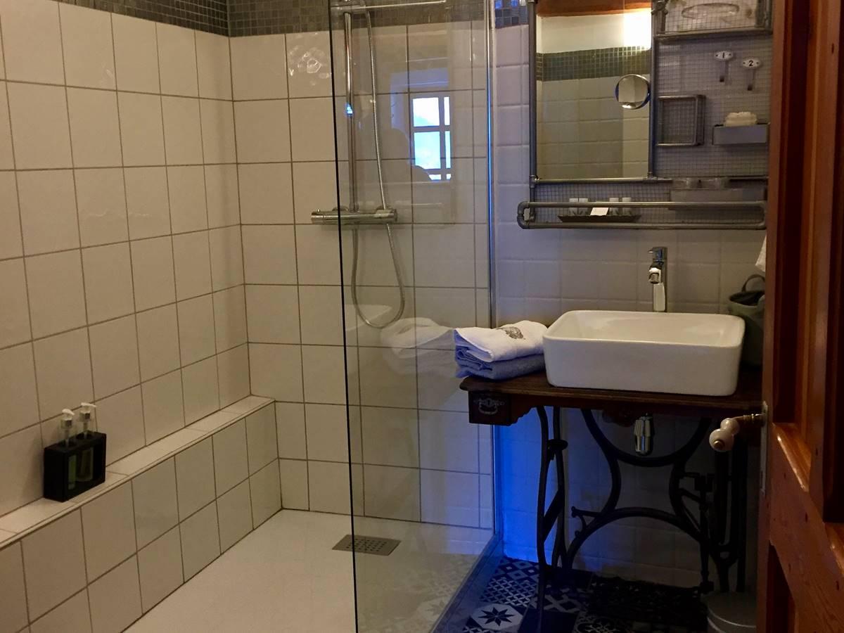Salle de douche de la chambre Clocher