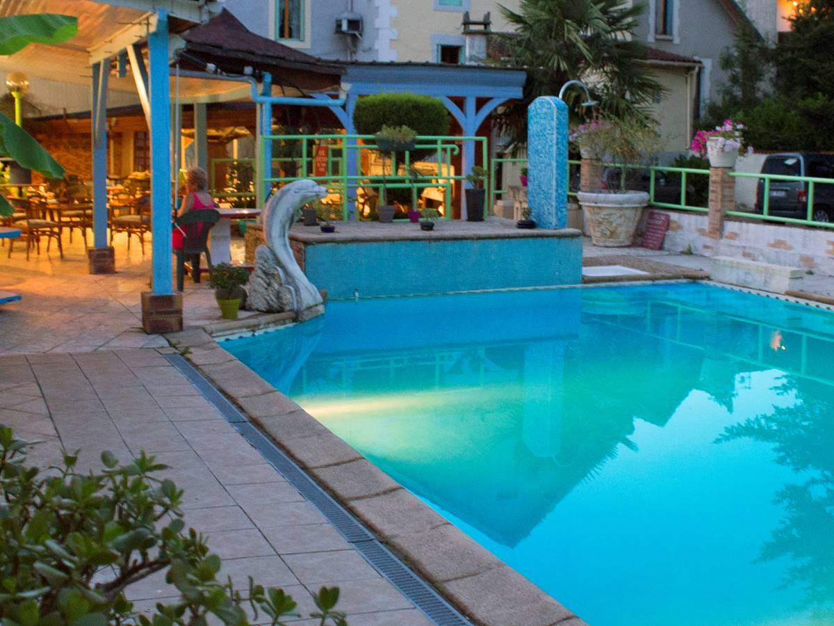 Photo de la piscine d'été du Relax, à Boulazac, proche de Périgueux