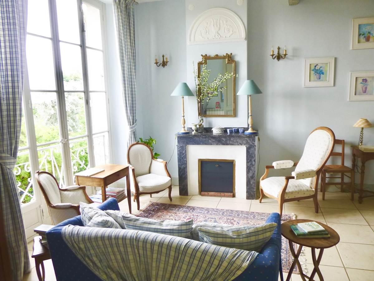 Salon d'hôtes aux chambres d'hôtes la Rougeanne près de Carcassonne