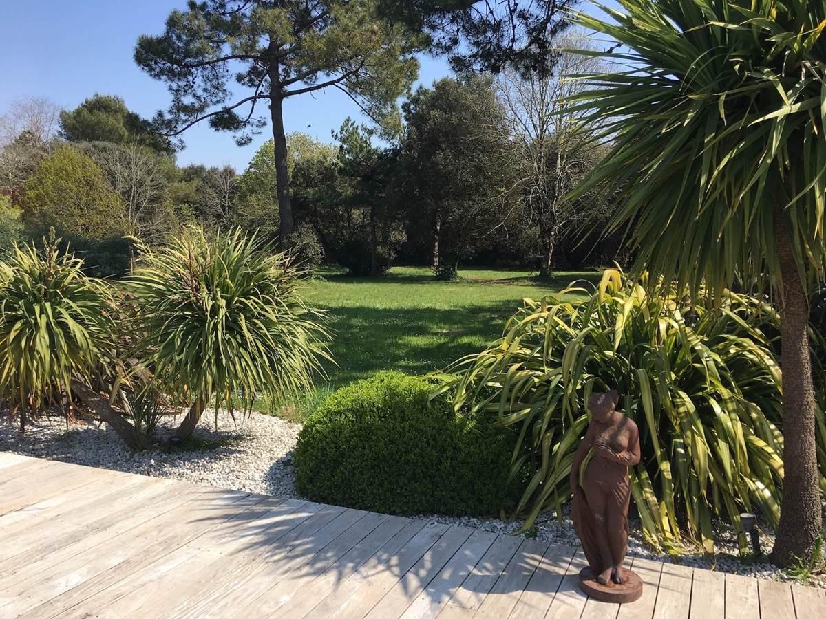 Le parc paysager qui entoure la villa