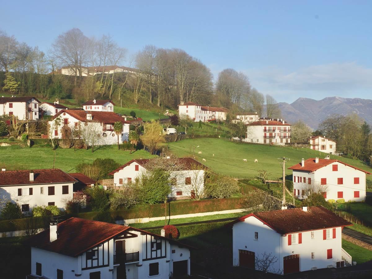 image des environs dominée par la citadelle de Vauban