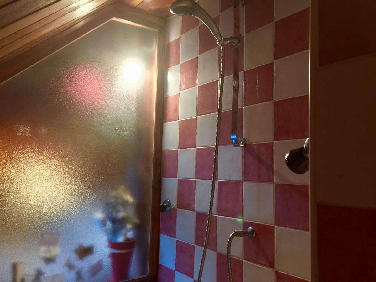 La douche à l'italienne de la suite SOMMETS