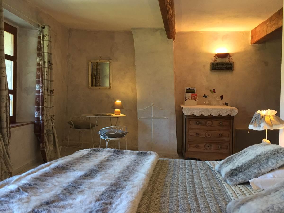 La chambre CLOCHER avec son mobilier ancien