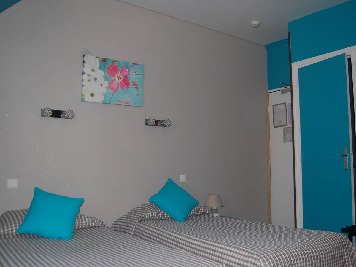 Chambre 3 lits HJB quartier latin PARIS 6
