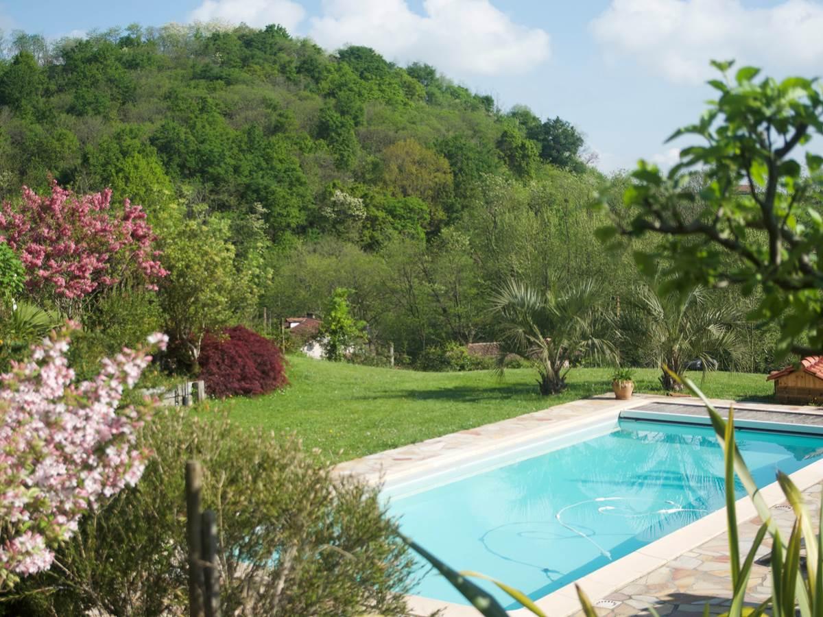détail jardin piscine