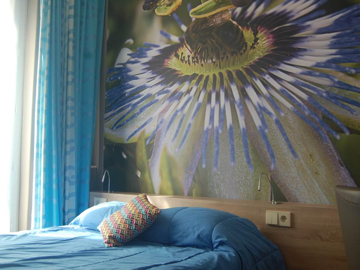 Chambre Grand lit rénovée en 2015 hôtel 2 étoiles proche Jardin du Luxembourg