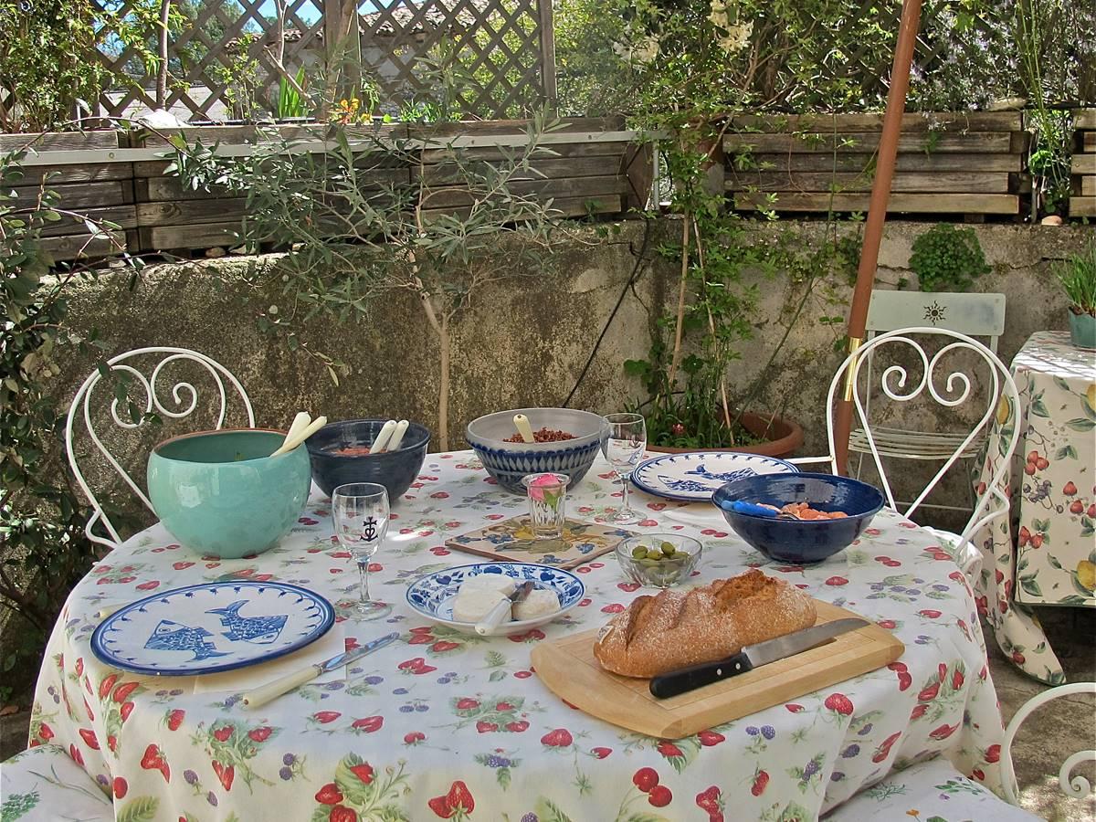déjeuner impromptu sur la terrasse