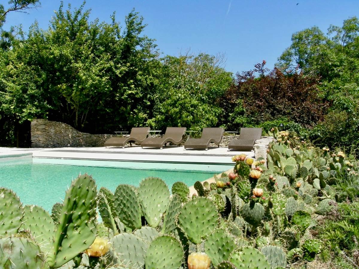 La piscine des chambres d'hôtes de charme la Rougeanne à Carcassonne, Canal du Midi,  Aude Pays Cathare, Guide Michelin