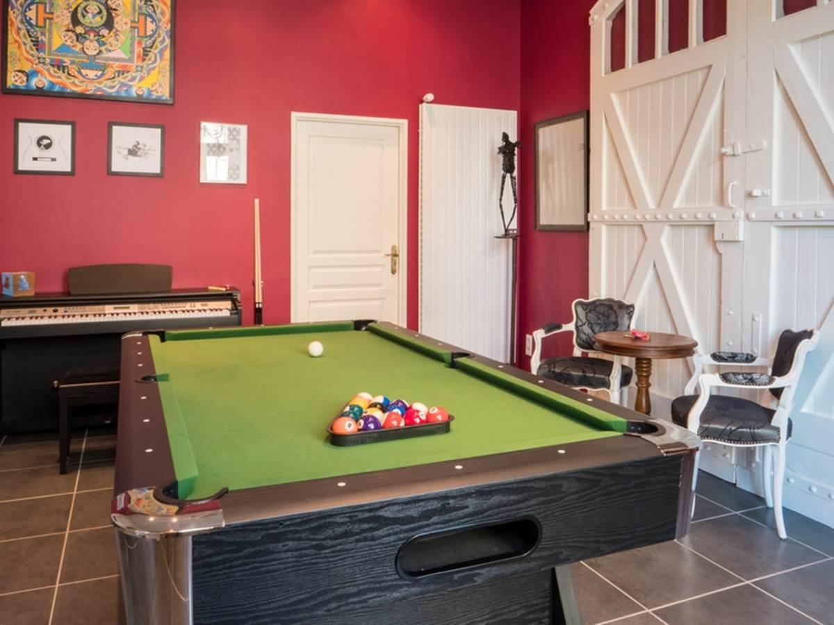 Salle de jeux - Billard, fléchettes, échecs, jeux de société, piano, guitare...