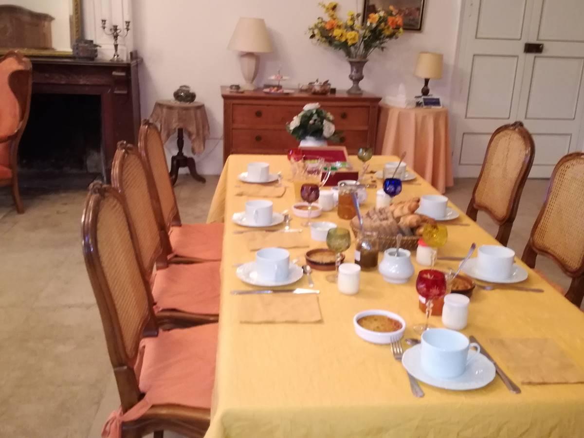 petit-déjeuner à la salle à manger de l'étage