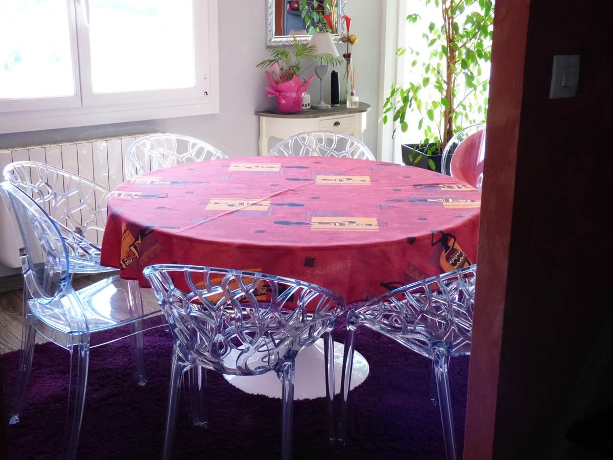 Vue salon petit déjeuner Chambres d'Hôtes La Colline aux Yeux Doubs