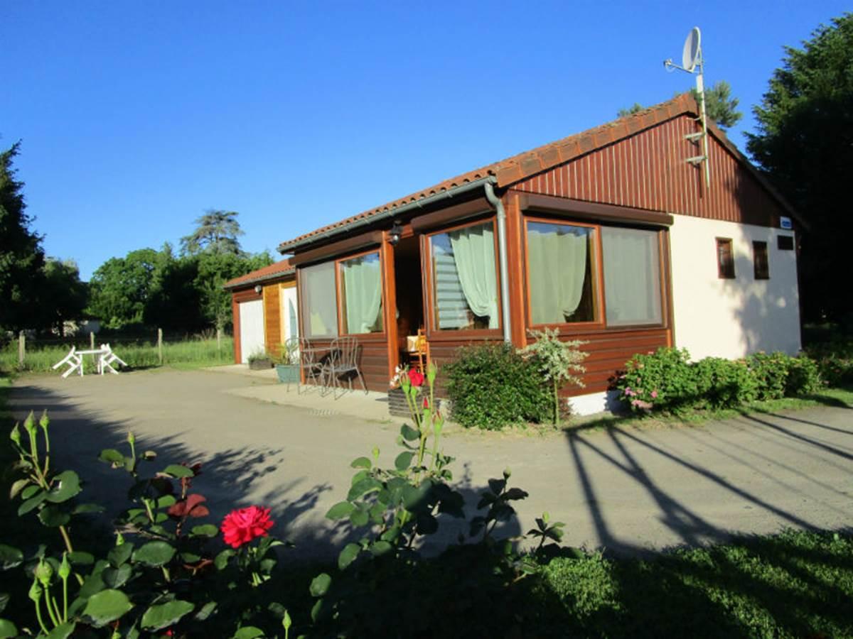 Gîte Les rosiers Arnac-La-Poste, vue extérieure