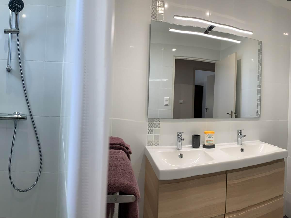 salle de douche l'Olivier Thuiir