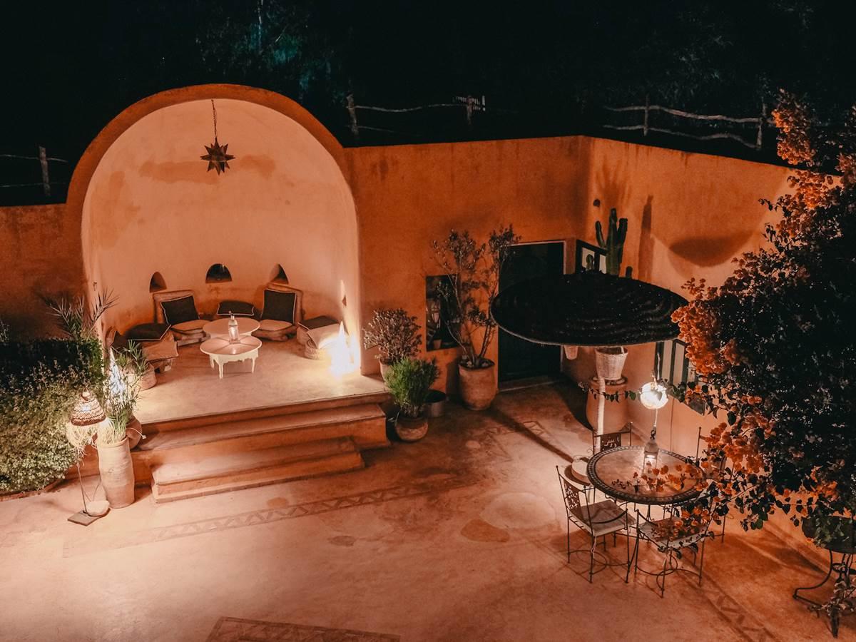 patio de baoussala le soir