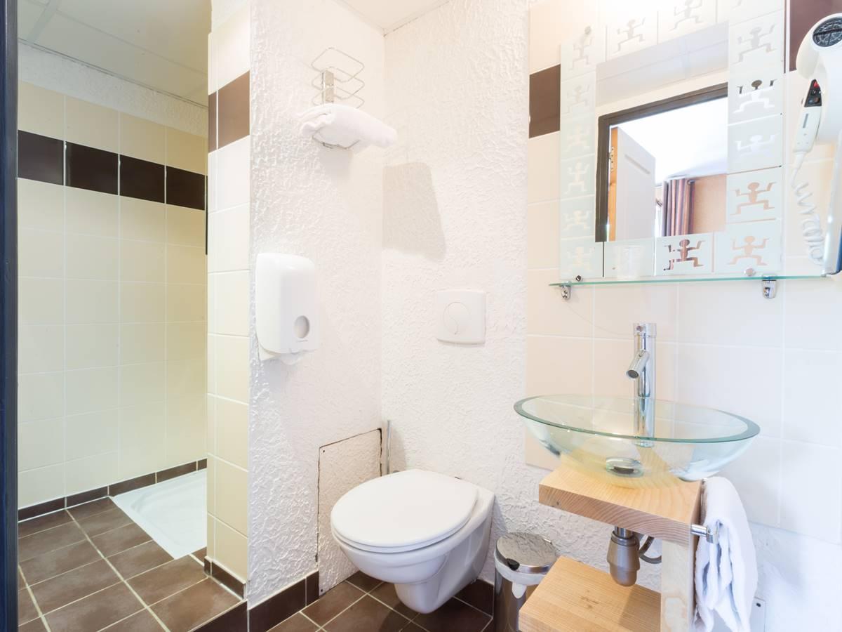Salle de bain Confort Logis Hotel Relais de Vellinus Beaulieu-sur-Dordogne
