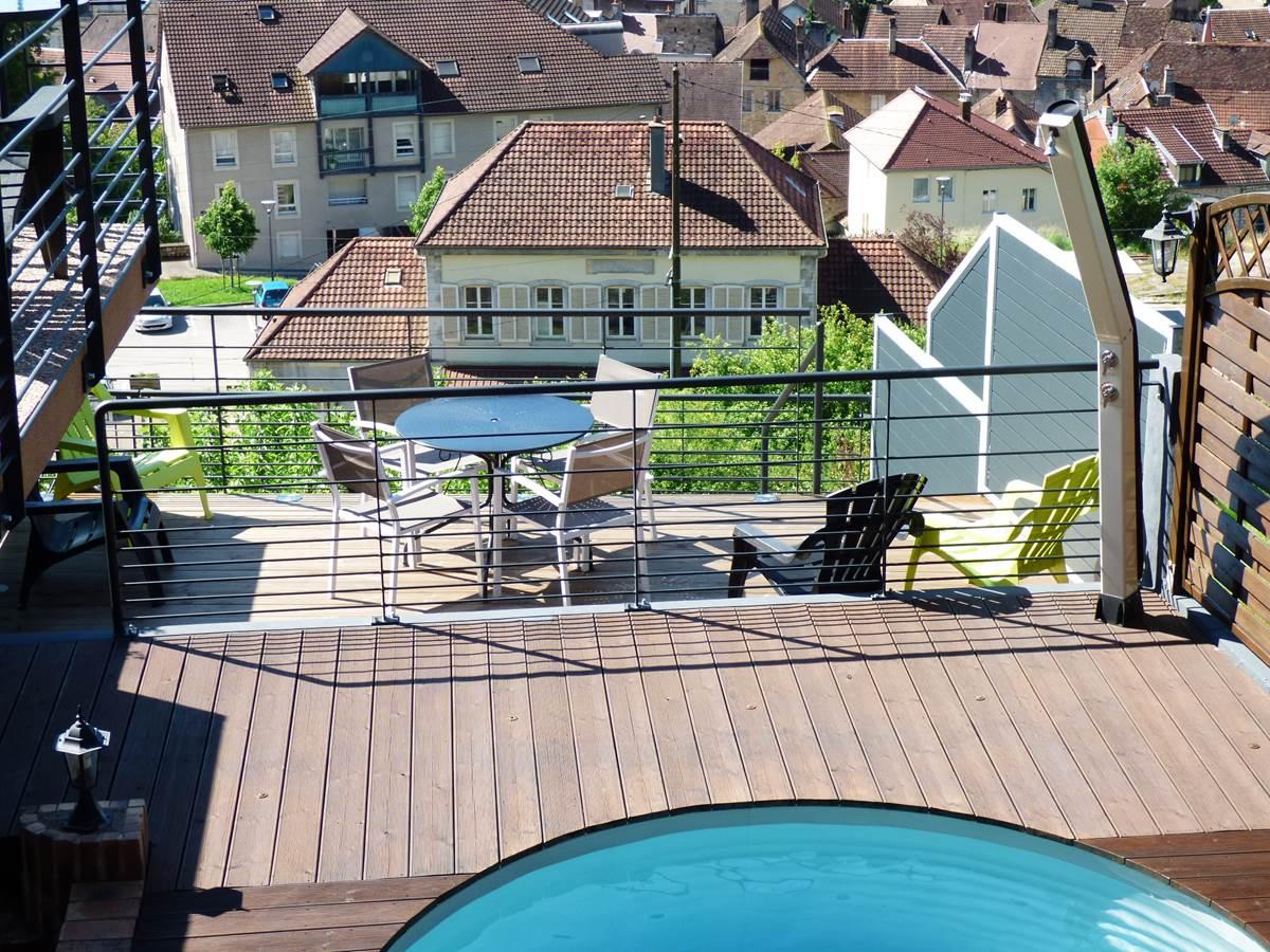 Vue petite terrasse Chambres d'Hôtes La Colline aux Yeux Doubs