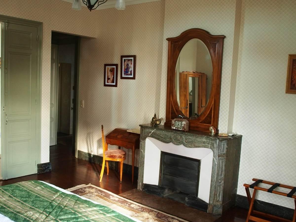 Chambre Marronier entree et cheminee