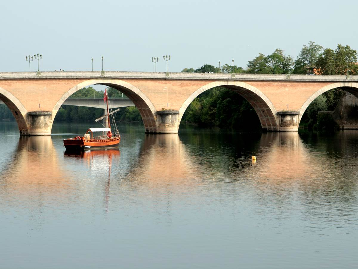 Vue du pont à Bergerac depuis le quai Salvette
