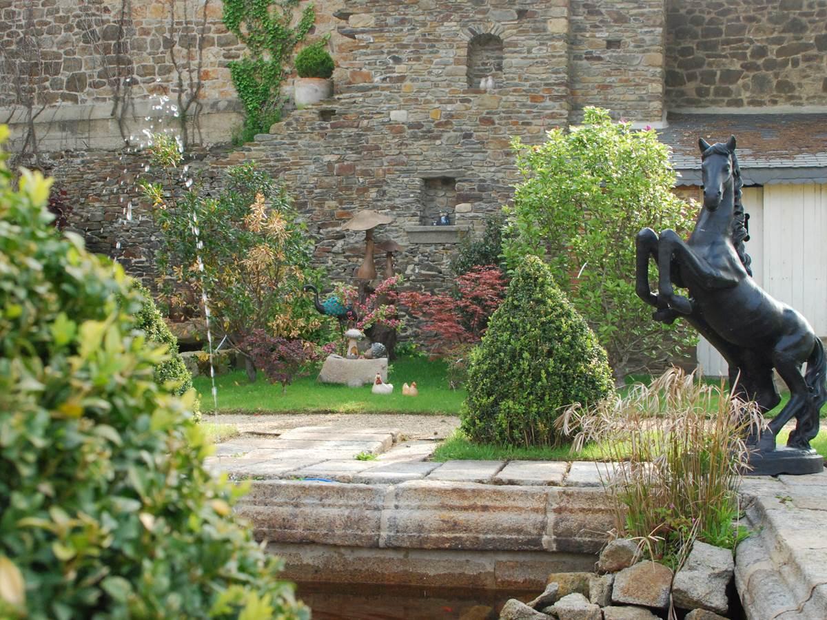 bassin jardin hotel victor hugo mont st michel