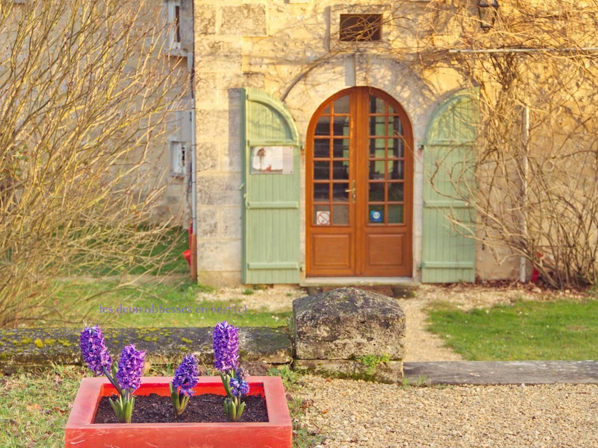 Entrée Cote jardin La Grande Maison février