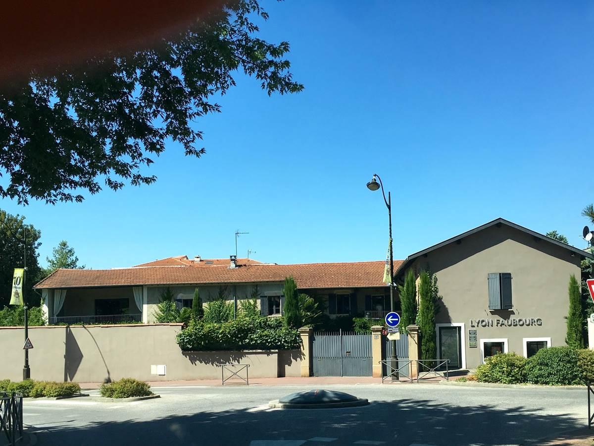 Lyon Faubourg depuis la rue