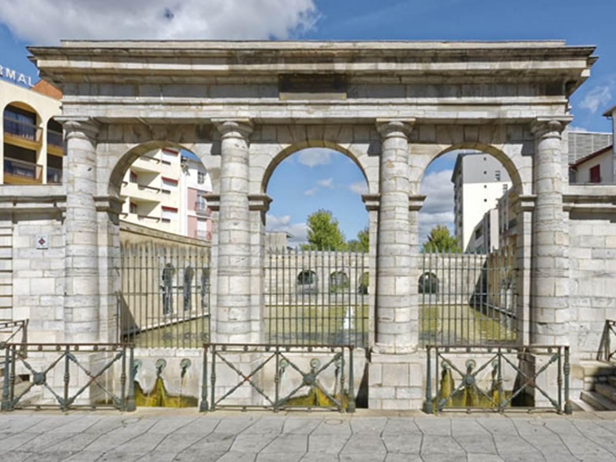 Place de La Fontaine Chaude - Dax