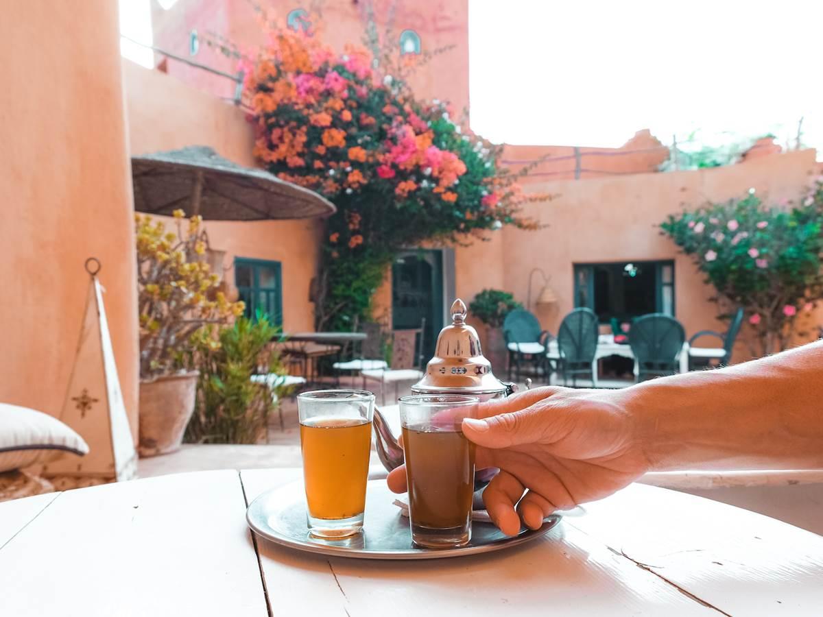 l'heure du thé à Baoussala, thé à la menthe, patio