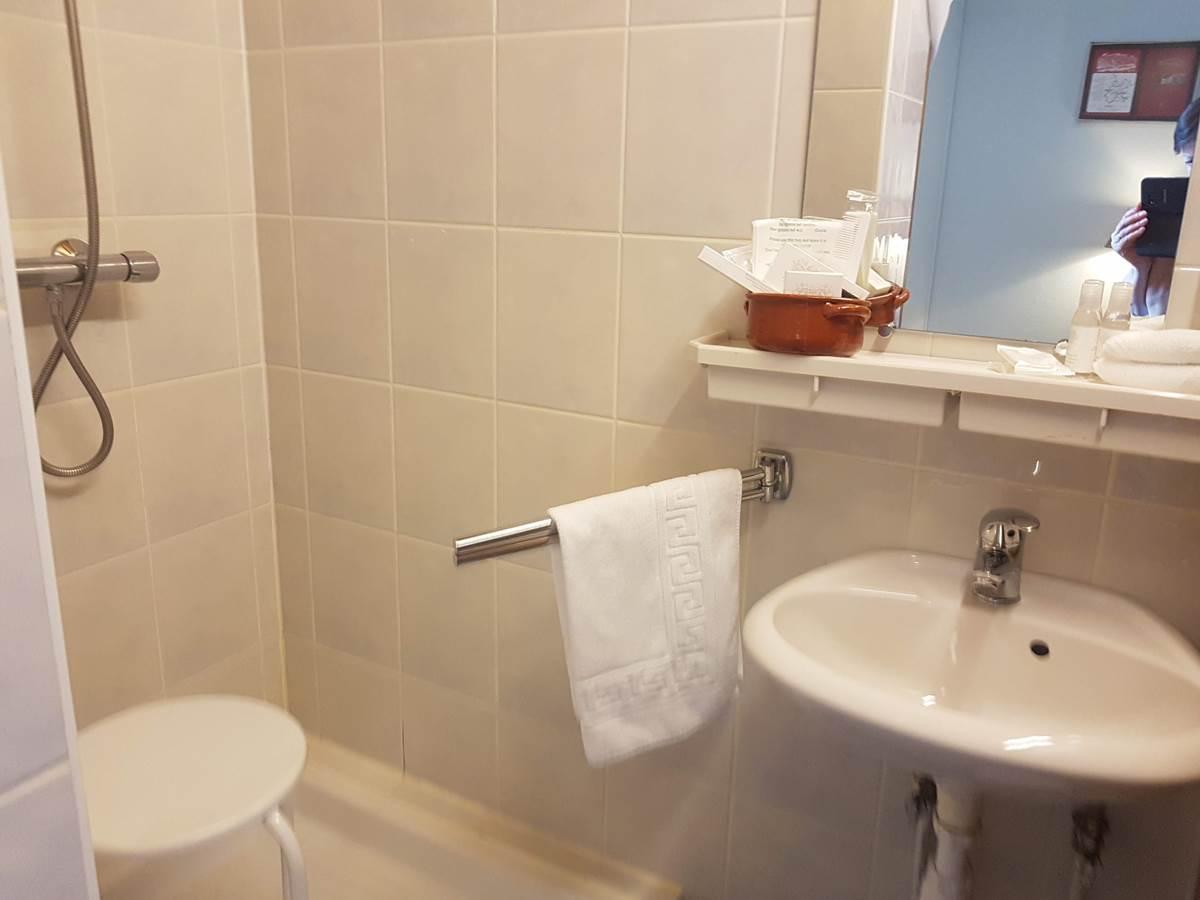 salle d'eau douche cabanon chambre double Le Ranch des Lacs 87120