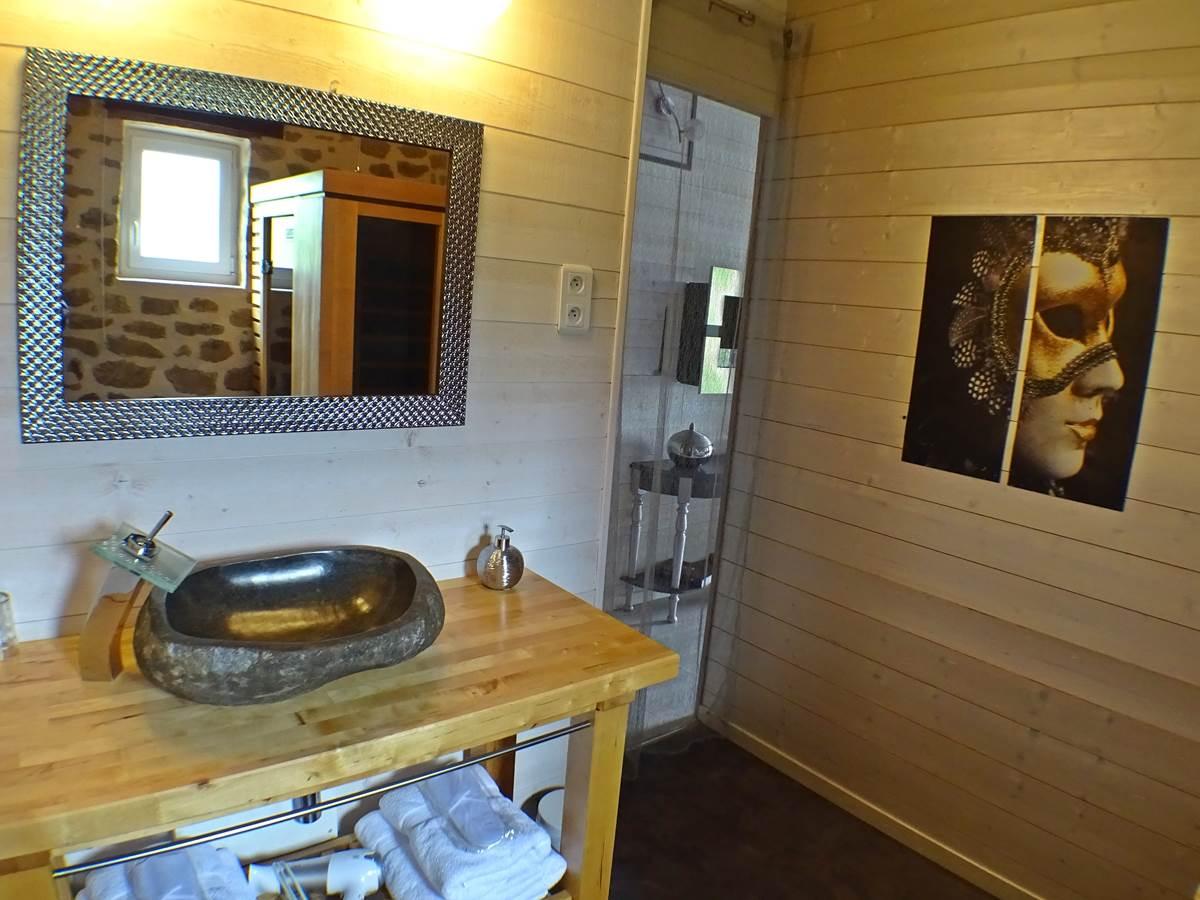 les instants voles jacuzzi privatif - Chambre Guimauve, salle de bain.