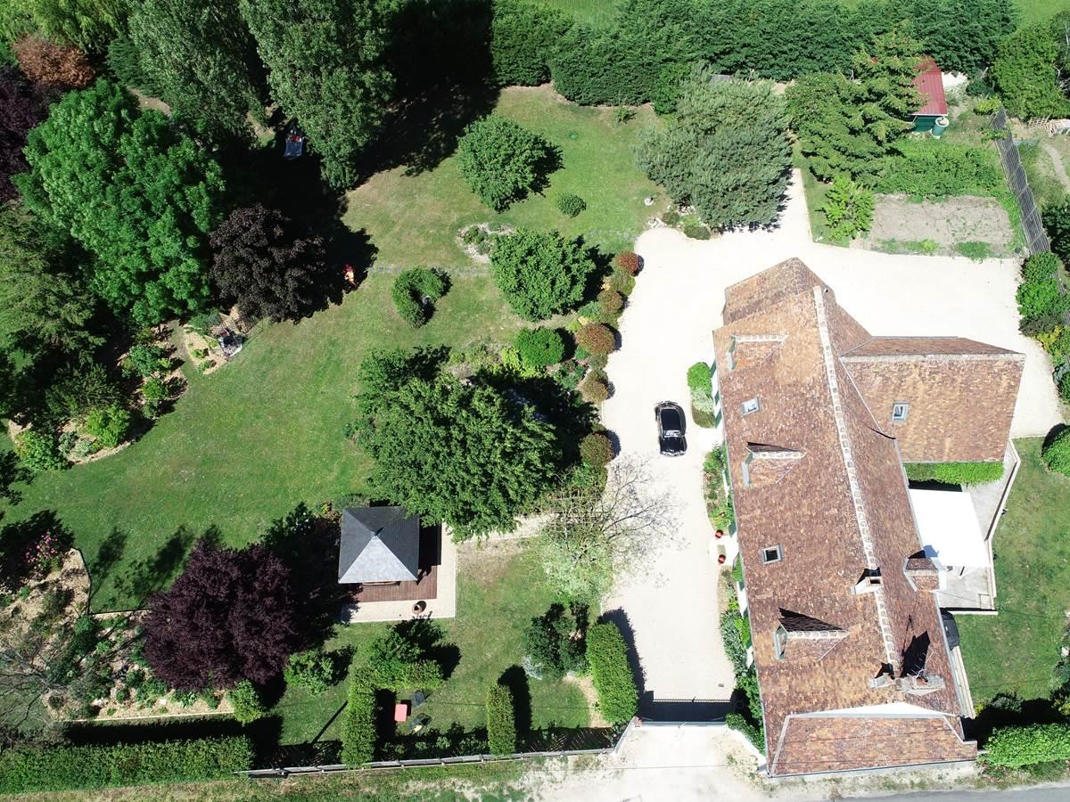 vue aerienne maison et jardin 2
