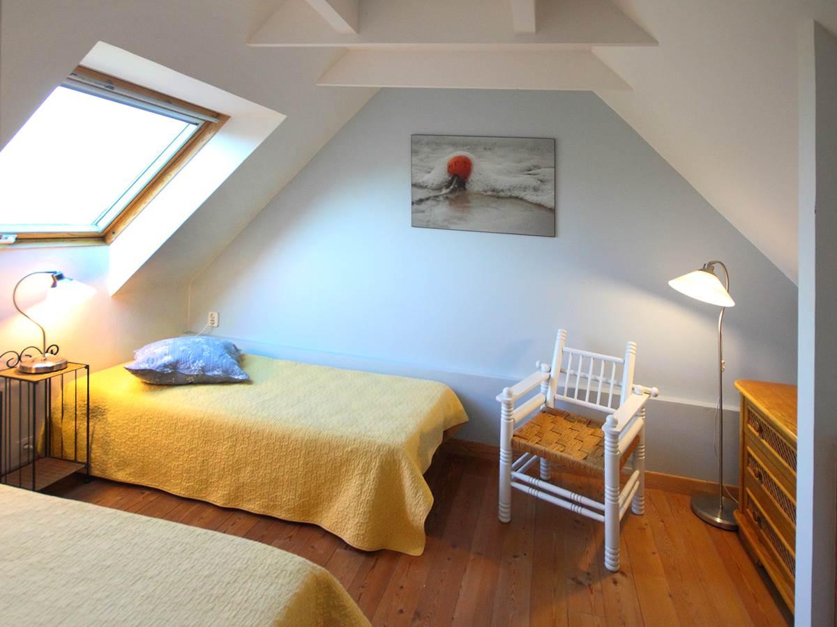 la deuxième chambre avec deux lits de 90, parfait pour les efants ou les amis.