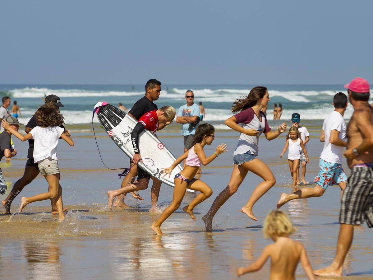 Compétition de surf à Hossegor