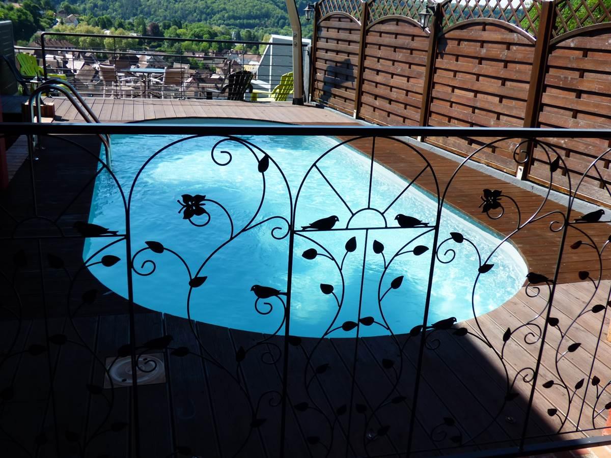 Piscine terrasse Emmanuelle Chambres d'Hôtes La Colline aux Yeux Doubs