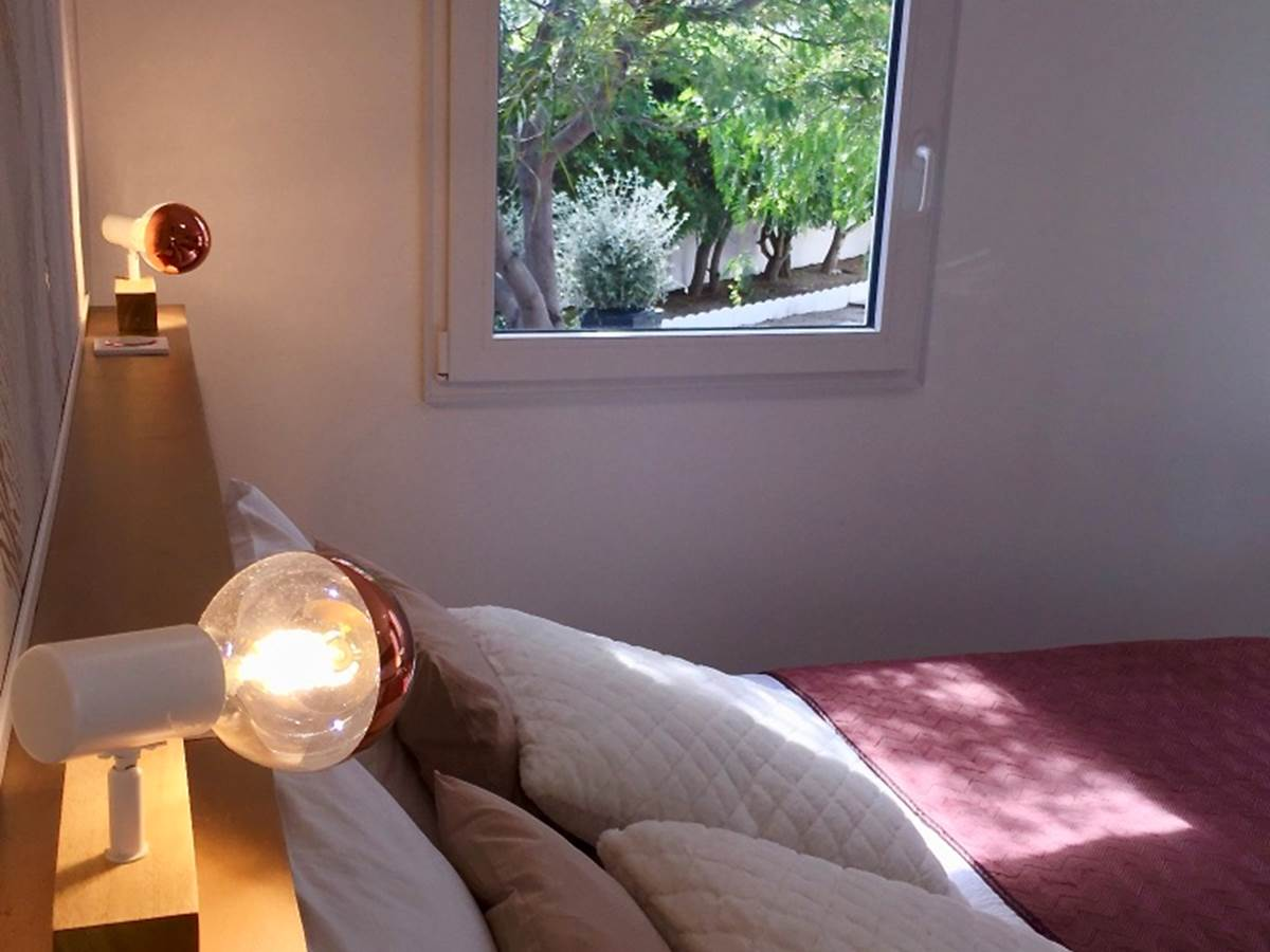 Alba Studios 1, Saint Cyprien, Chambre vue jardin