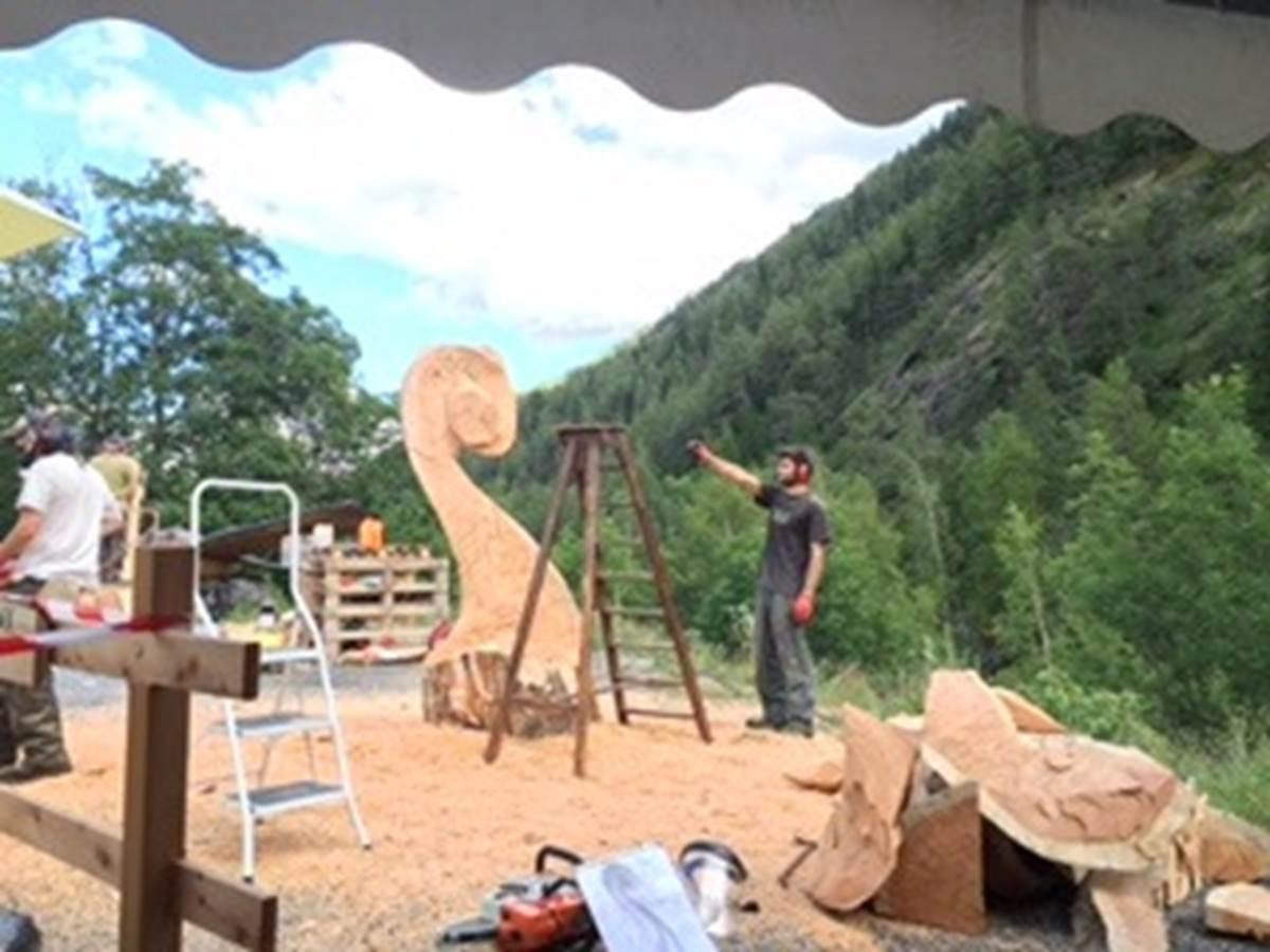 Les sculpteurs au travail