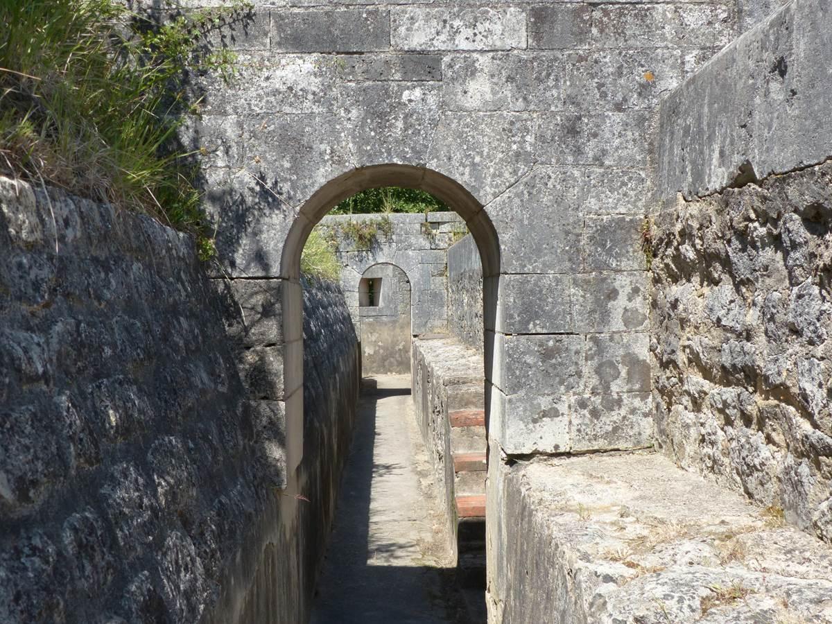 Chemin de ronde au Fort Liédot